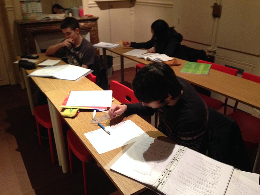 élèves aux Cours Thierry lors d'un stage de soutien scolaire